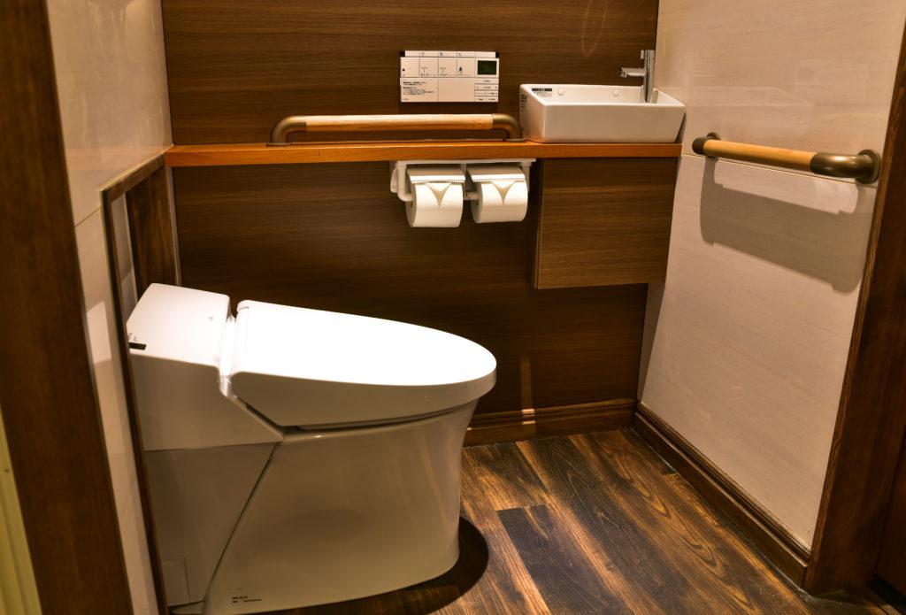 トイレット回りは手すりと手洗い器を設置しました。