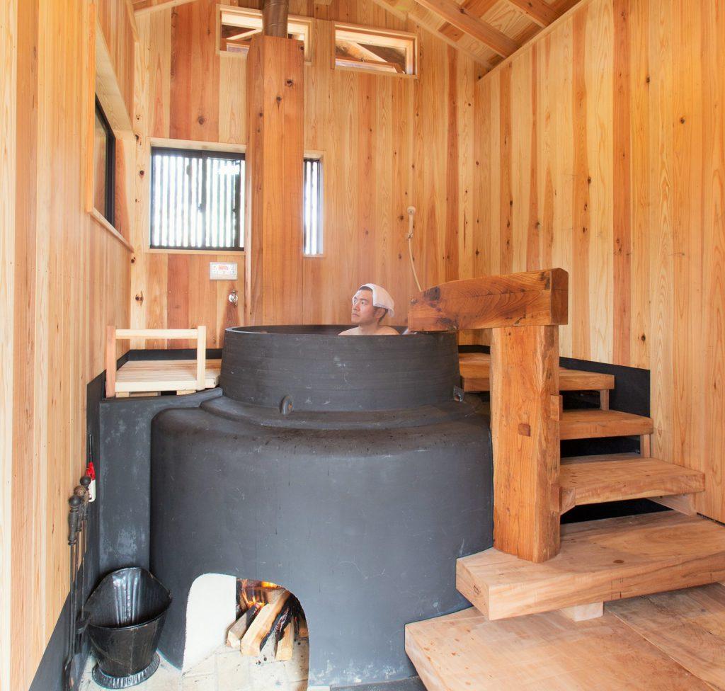昔にタイムスリップ?新潟の酒屋で使われていた本格羽釜で作った「五右衛門風呂」